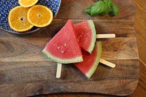 Wassermeloneneis-am-Stiel