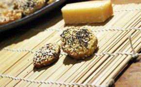 Hirse-Parmesan-Cracker mit Sesam und Mohn