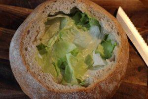 Picknickbrot mit Salat